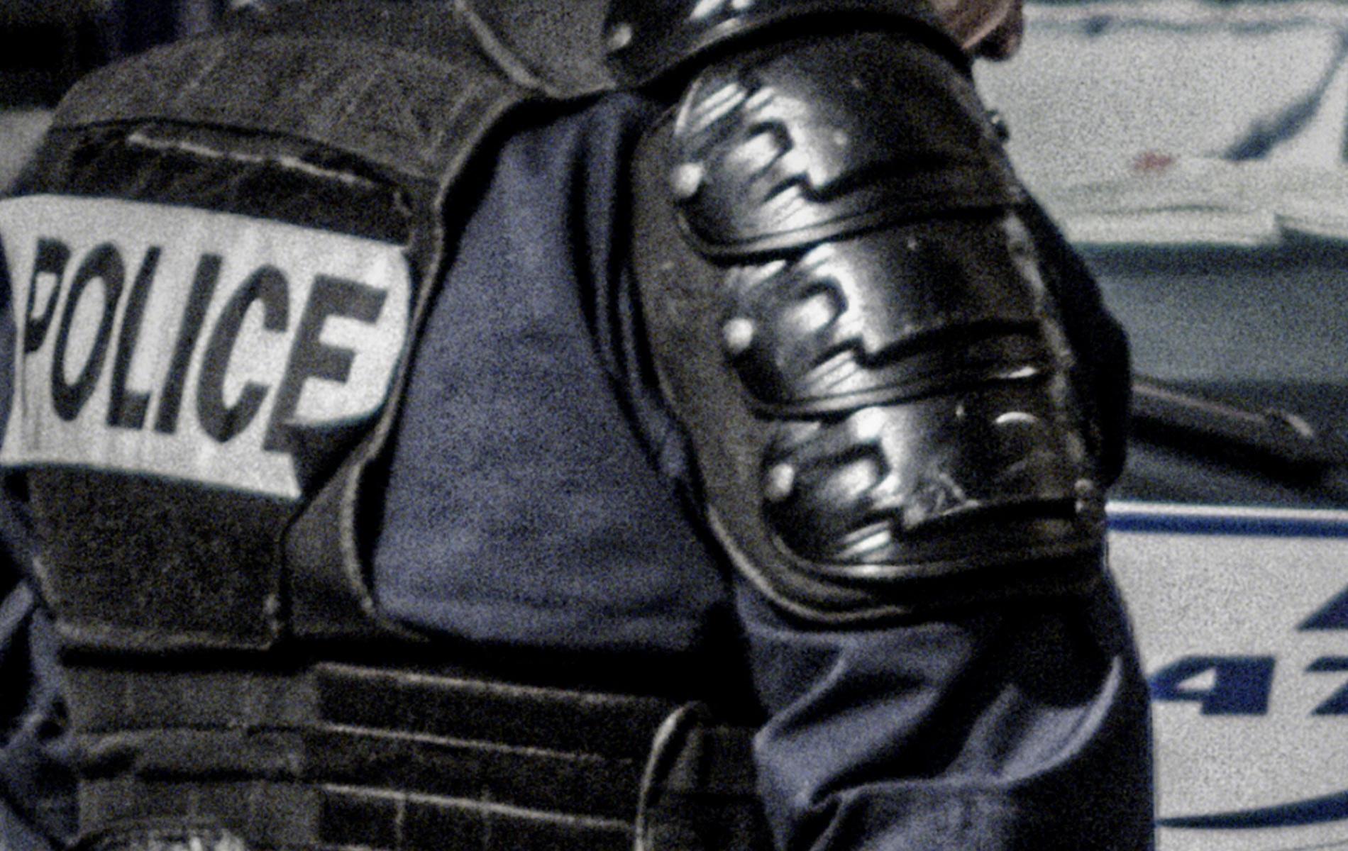 La Première Ligne - 7 personnages, 1 commissariat, 20 ans de vie de flic.
